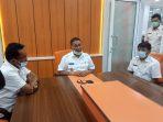 Walikota Bukittinggi H.Ramlan Nurmatias didampingi Sekda H.Yuen Karnova, Kadis Kesehatan Yandra Feri dan Dr.Vera kepada wartawan di Kantor Satpol PP ,Rabu (foto:Edison)